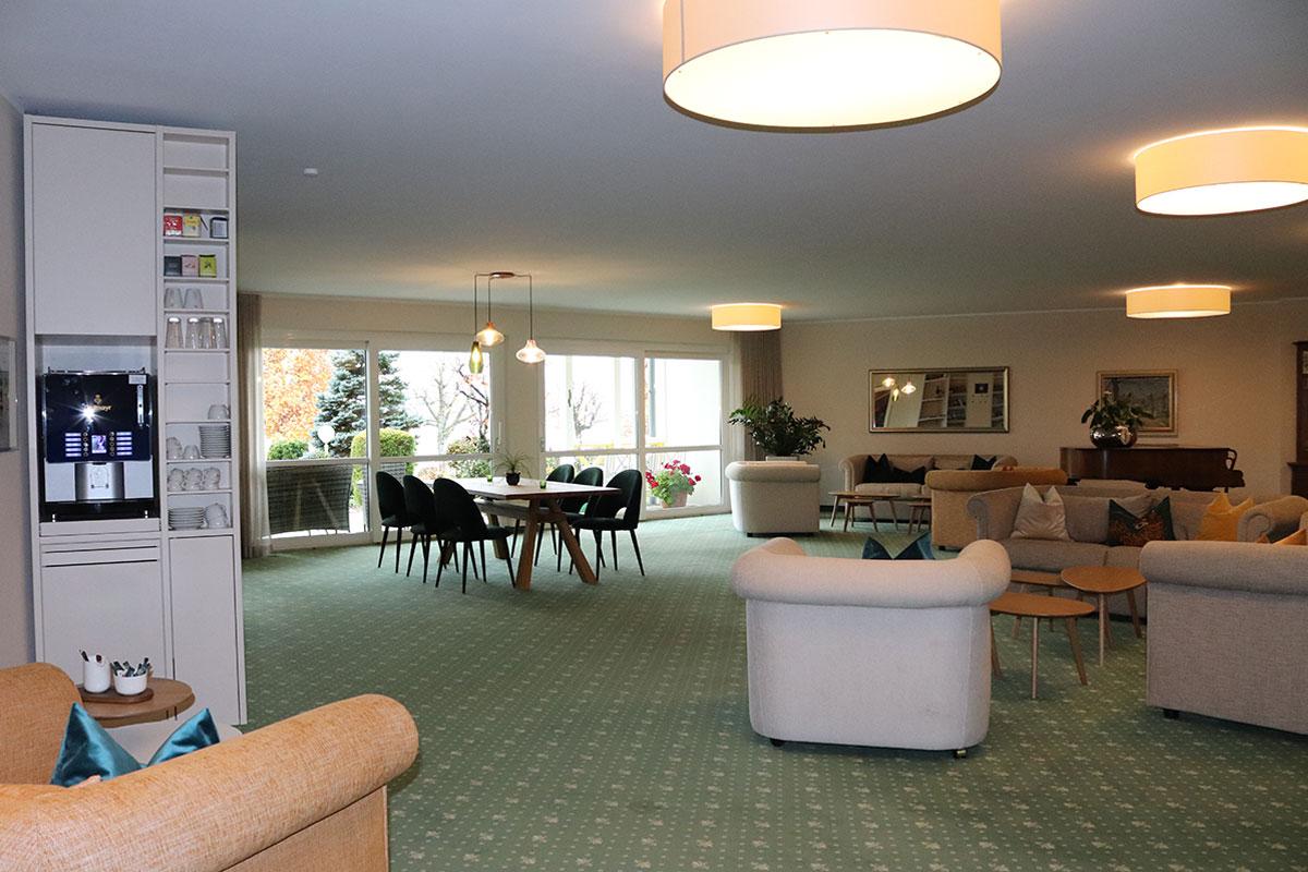 Lobby mit Kaffeemaschine